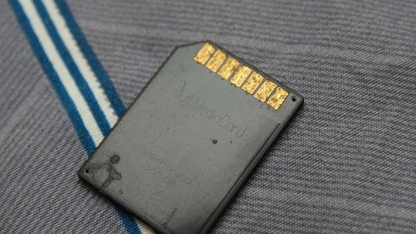 Como recuperar cartão de memória queimado por fogo
