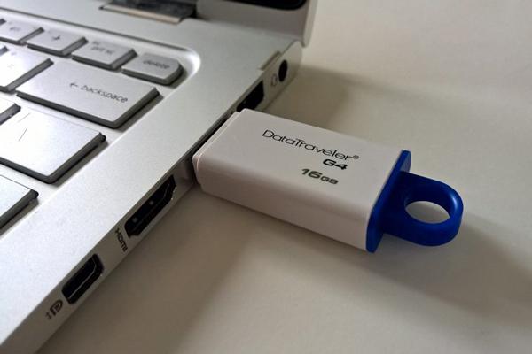 inserir o pen drive no computador