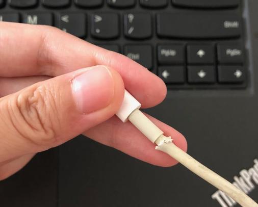 O PC não reconhece o iPhone devido a uma conexão anormal do cabo de dados